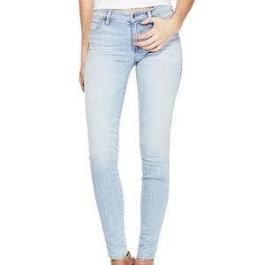 NWT GUESS Sexy Curve Light wash Skinny Jeans 25